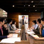 マネジメントとリーダーシップの違いとは?能力を磨く方法も解説