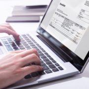 請求書はオンライン作成がラク!おすすめ電子請求書システムや注意点