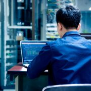 エンジニア採用が難しい理由を解明!企業の課題や採用成功のコツは?